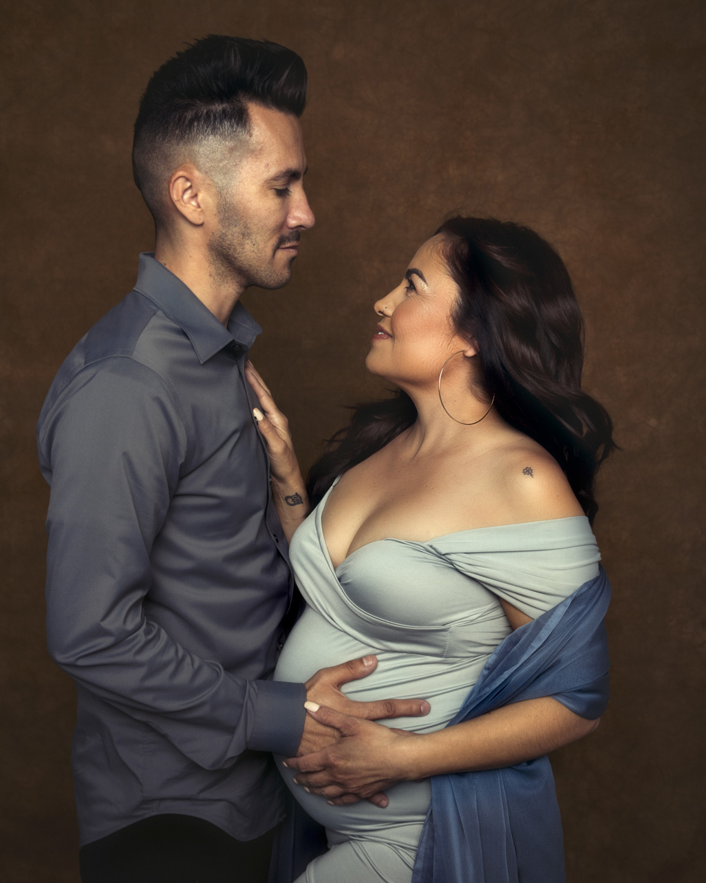 Color maternity portrait and a wife and husband
