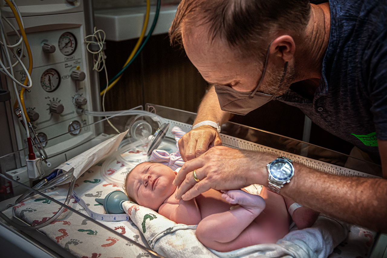 San Diego birth photographer leona darnell shows a picture of when daddy met his daughter
